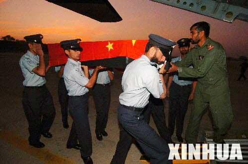 组图:遇难中国工程师遗体踏上归程
