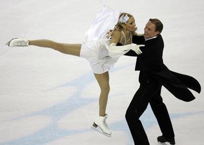 图文:冬奥会花样滑冰 俄罗斯选手在比赛中