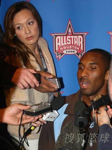 2006NBA全明星赛前图 科比与奥尼尔接受采访