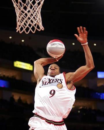 NBA图:全明星新秀挑战赛 伊格达拉飞起爆扣