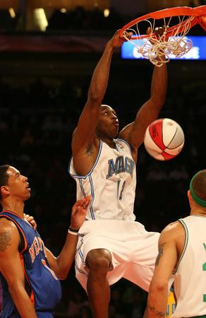 NBA图:全明星新秀挑战赛 二年级生霍华德扣篮