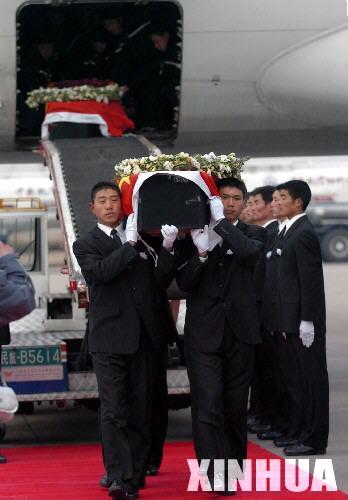 快讯:运送3名遇难工程师遗体的飞机抵达合肥