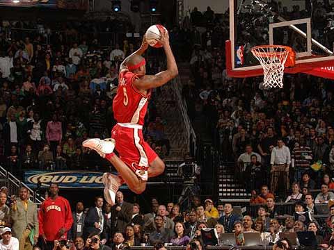 NBA图:全明星扣篮大赛 史密斯超远距离扣篮