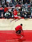 图文:NBA全明星扣篮大赛 乔什-史密斯笑傲篮筐