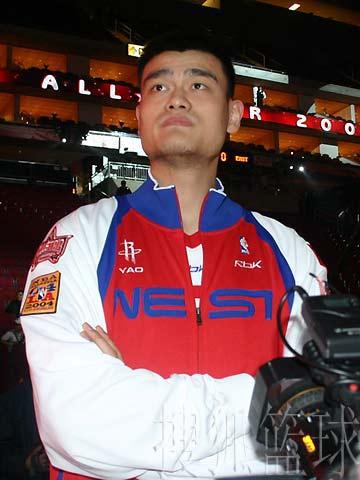 NBA图:西部全明星排练现场 姚明摆酷