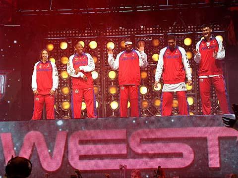 NBA图:东西部明星对抗赛 西部明星开场舞蹈