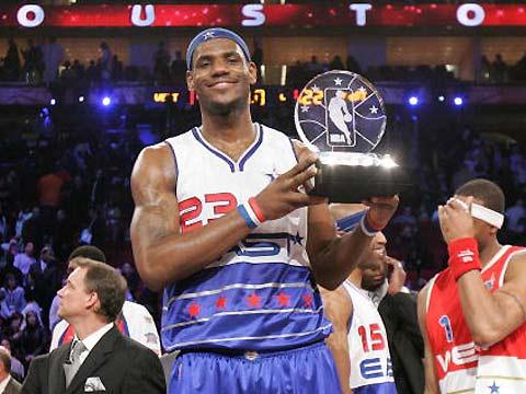 NBA图:东西部对抗赛 詹姆斯获得全明星赛MVP