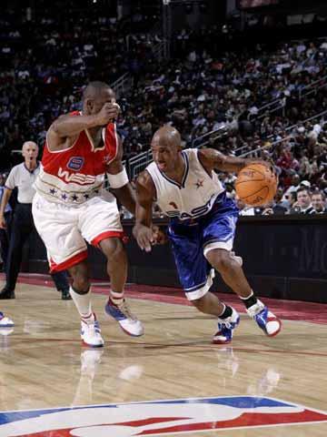 NBA图:东西部对抗赛 比卢普斯突破科比的防守
