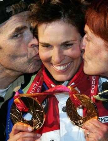 图文:高山滑雪女子超级大回转 亲吻多夫梅斯特