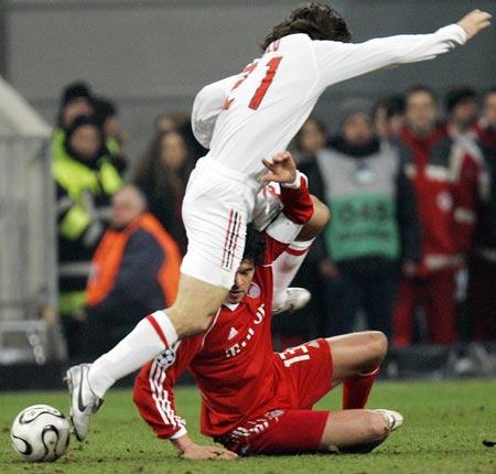 图文:冠军杯AC米兰vs拜仁 巴拉克遏制皮尔洛