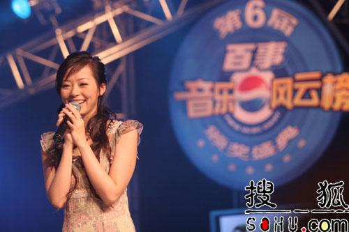 张靓颖飙高音羽泉唱民歌 北京拉票各出高招
