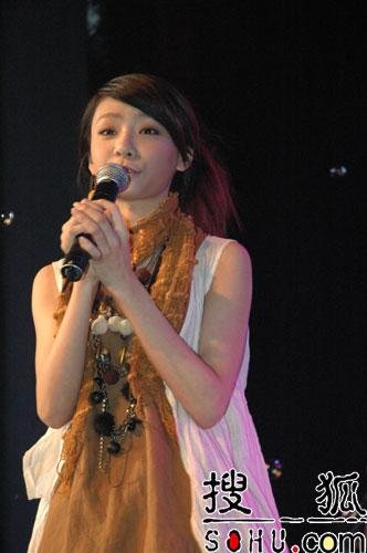 百事音乐风云榜拉票会 羽泉现场唱民歌(组图)