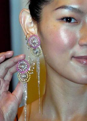 第七届香港珠宝设计比赛获奖作品揭晓(组图)
