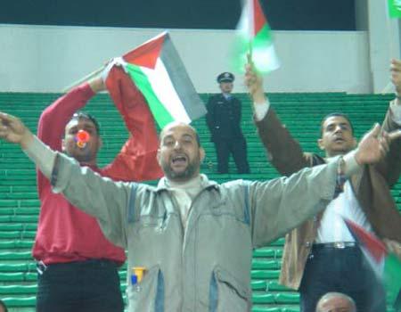 图文:亚洲杯预选赛中国2-0巴勒斯坦 巴队球迷