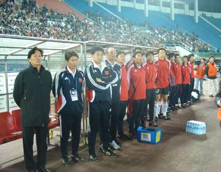 图文:亚洲杯预选赛中国2-0巴勒斯坦 替补席