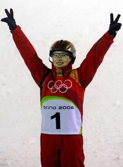 图文:女子自由式滑雪 中国选手李妮娜喜获银牌