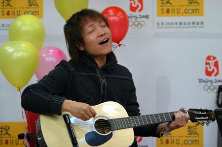 (许巍现场演唱《蓝莲花》)-许巍做客搜狐 翻唱刘文正 阿美阿美 视频