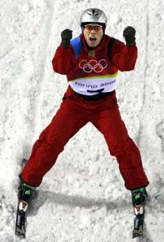 图文:自由式滑雪男子空中技巧 韩晓鹏庆祝夺冠