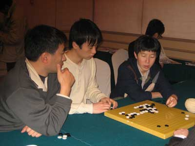 图文:第七届农心杯第14局 江铸久夫妇关注对局