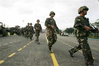 菲军方再次挫败兵变企图 坚决支持阿罗约政府