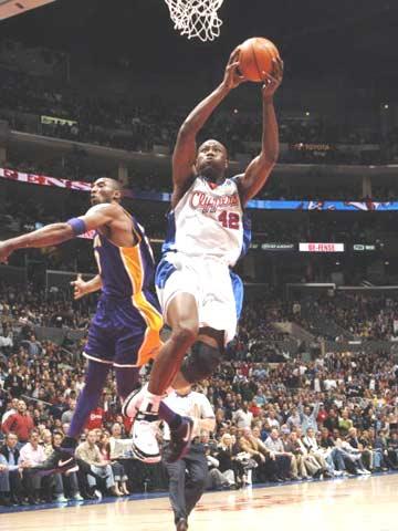 NBA图:快船轻取湖人 科比与布兰德跳恰恰