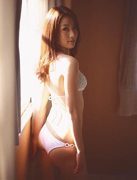 美女濑户早妃拍内衣写真 竖