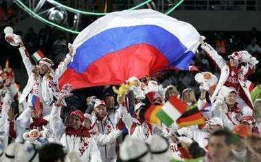 图文:都灵冬奥会闭幕式 俄罗斯代表团在庆祝