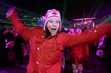 图文:都灵冬奥会闭幕式 加拿大选手高呼庆祝