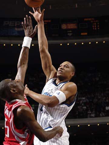 NBA图:火箭胜魔术 巴蒂篮下单打