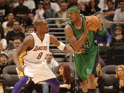 NBA图:湖人VS凯尔特人 科比对抗皮尔斯