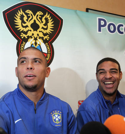 图文:巴西友谊赛战俄罗斯 罗纳尔多答记者提问