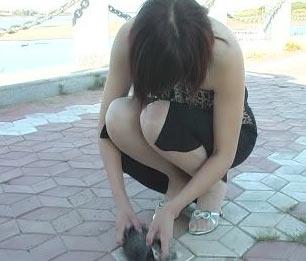 女子高跟鞋踩碎小猫脑袋