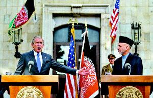 布什突访阿富汗直升机鸣枪开道 行程处保密状态