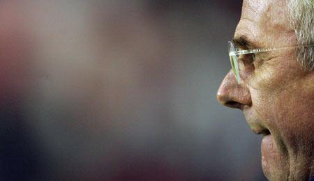 图文:英格兰vs乌拉圭 埃里克森若有所思