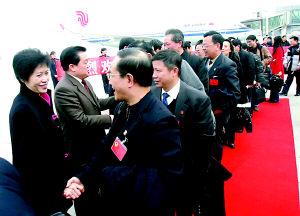 在渝全国政协委员将重庆晨报报道当作提案蓝本