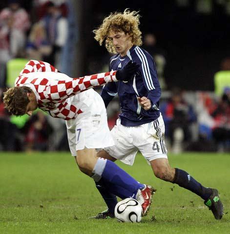 图文:阿根廷vs克罗地亚 科洛奇尼推倒西米奇