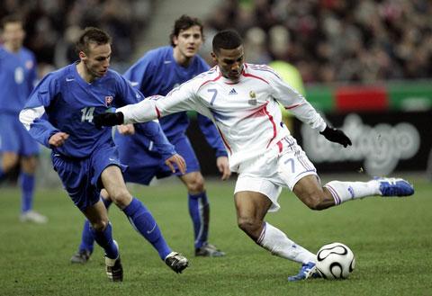 图文:热身赛 法国VS斯洛伐克 法国队控球