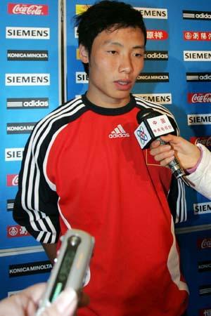 图文:亚洲杯预选赛国足后返京 陈涛接受采访
