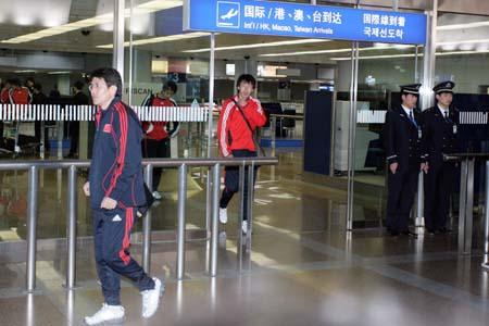 图文:亚洲杯预选赛后国足返京 李树斌出机场