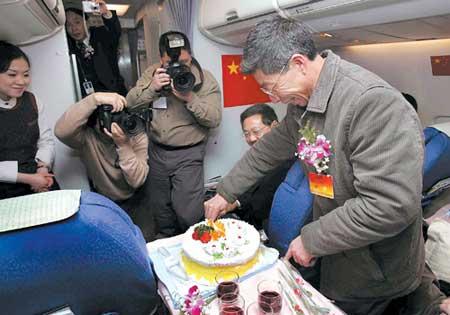 重庆书记市长邀农民人大代表切蛋糕