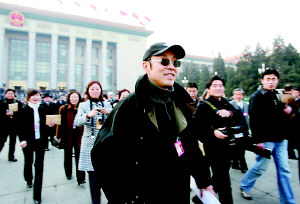 明星委员遭媒体围堵 人民大会堂广场成战场(图)