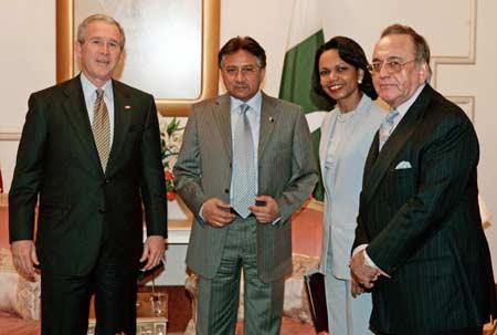 组图:穆沙拉夫欢迎布什来访 双方讨论反恐合作