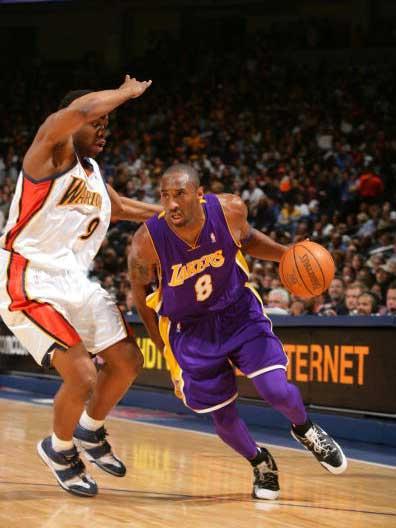NBA图:科比一人战胜勇士 科比突破无人能及