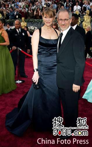 第78届奥斯卡星光大道:斯皮尔伯格携妻子亮相