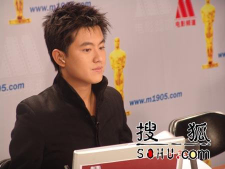 央视主持人首次亮相奥斯卡 杨小乐连线章子怡