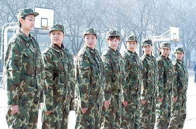 女篮姑娘走进部队 参加军训磨练意志(图)