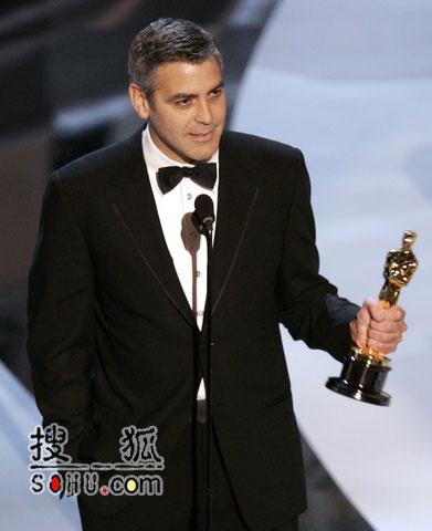 乔治-克鲁尼凭《辛瑞纳》获最佳男配角奖