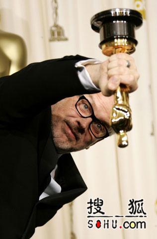 休斯-温博恩凭《撞车》获最佳剪辑