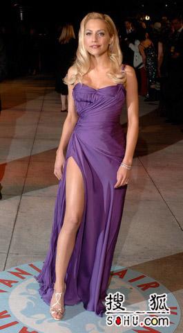 图文:奥斯卡狂热庆功派对 Brittany大秀玉腿