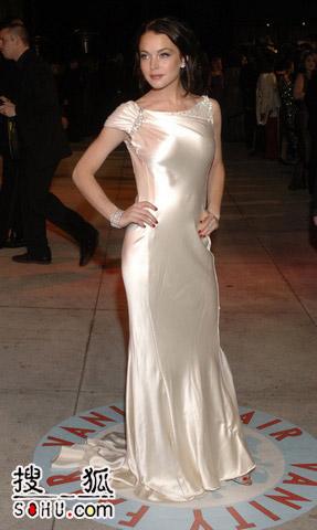 图文:庆功派对 Lindsay银色长裙突现诱人身材